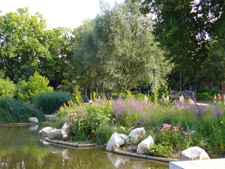 Walk parks gardens unusual places center of paris for Jardin yitzhak rabin
